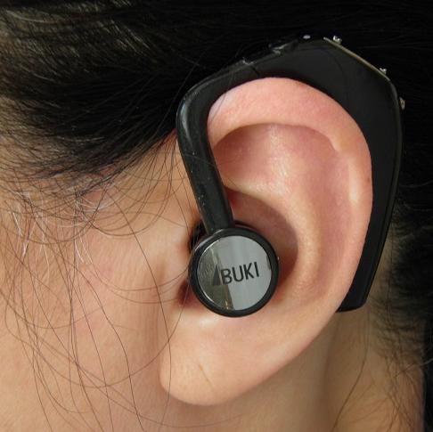 ボン・ボイスを装着した耳